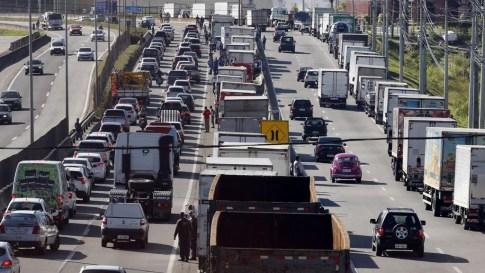 A luta dos caminhoneiros e as questões incômodas