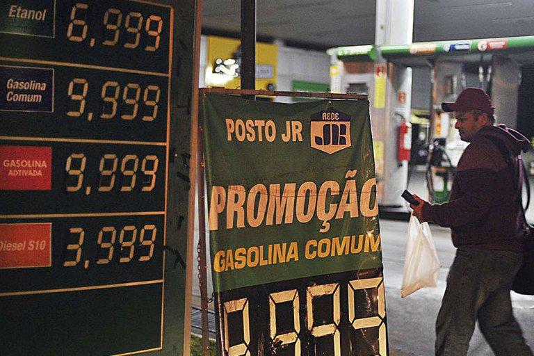 O que está por trás do aumento dos preços de combustíveis?